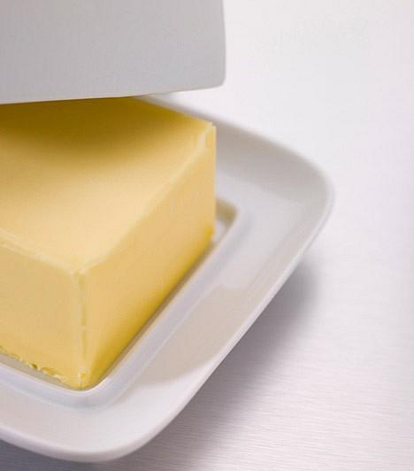 Margarin                         Bár sokan mondják, hogy egészségesebb a vajnál, és fogyókúrázóknak is inkább ezt ajánlják az állati eredetű zsiradék helyett, az igazság az, hogy a margarin épp úgy savasít, mint a vaj, ezért, ha helyre akarod állítani a sav-bázis egyensúlyodat, a margarin fogyasztása is kerülendő.