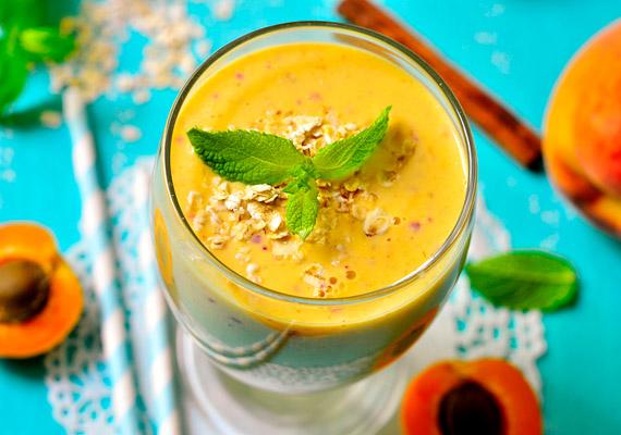 A sárgabarack magas élelmirost-tartalma miatt - 100 gramm csaknem 4 grammot tartalmaz - serkenti az anyagcserét, emellett C-vitamin-tartalma segíti a zsírégetést. Készíts barackos smoothie-t két szem sárgabarackból, egy őszibarackból és fél bögre vízből. Kattints korábbi cikkünkre, és tudj meg többet a sárgabarack fogyasztó hatásáról!