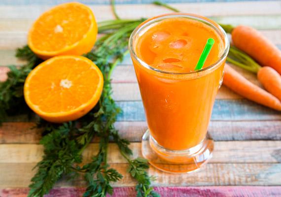 Ha szereted a sárgarépa-narancs összeállítást, ajánljuk figyelmedbe a következő smoothie-receptet. Dobj a turmixgépbe fél csésze apróra vágott, nyers sárgarépát, egy csésze meghámozott, feldarabolt narancsot és fél csésze jeget. Kattints korábbi cikkünkre, és tudd meg, hogyan segíti a sárgarépa a fogyókúrát!