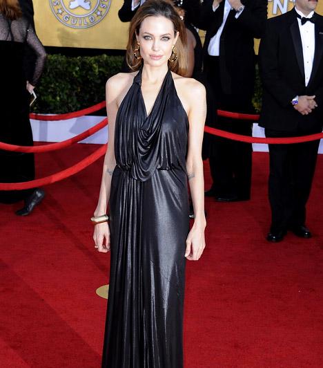 Angelina Jolie  A 2012-es Screen Actors Guild Awardson a lenge esélyi hangsúlyozta a színésznő egyre soványabb, csontos alakját.  Kapcsolódó cikk: Angelina Jolie csontos alakja elveszett az estélyiben »