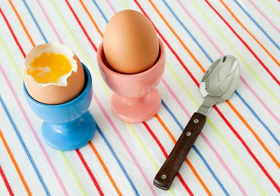 A lágy tojást nem muszáj fehér kenyérből készült pirítóssal enni. Fogyaszthatsz mellé paradicsomot, paprikát vagy bármilyen más zöldséget is. A tojás szinte mindent tartalmaz a C-vitaminon és a szénhidráton kívül. Tudj meg többet tápértékéről!