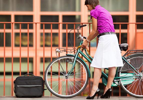 A kerékpár nagy előnye, hogy sportolási és közlekedési eszköznek egyaránt befogható. Fél óra közepes tempójú biciklizéssel körülbelül 250 kalóriát égethetsz el.