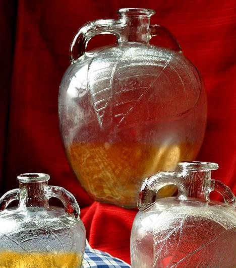 Almaecet  Az almaecet ecetsavtartalma gondoskodik emésztésed beindításáról, segítségével továbbá megszabadulhatsz a testedet terhelő méreganyagoktól, illetve normalizálhatod zsíranyagcsere-folyamataidat is. Reggelente igyál meg egy pohár almaecetes vizet, melyet egy kevés mézzel is ízesíthetsz.  Kapcsolódó cikk: Almaecet-diéta: heti 2 kilótól megszabadít a filléres zsírfaló »