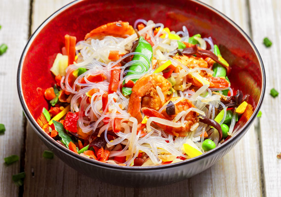 Bár a thai nők esznek rizst és tésztát, mindehhez sok-sok rostban gazdag zöldséget fogyasztanak. Emellett fontos, hogy nem naponta kétszer-háromszor, hanem ötször étkeznek kis adagokban.