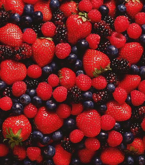 BogyósgyümölcsHa hirtelen tör rád az éhség, a bogyósoknál egészségesebb nassolnivalót aligha találhatsz. Telve vannak vitaminokkal és ásványi anyagokkal, emellett serkentik az emésztést, és javítják a kedélyállapotot is.