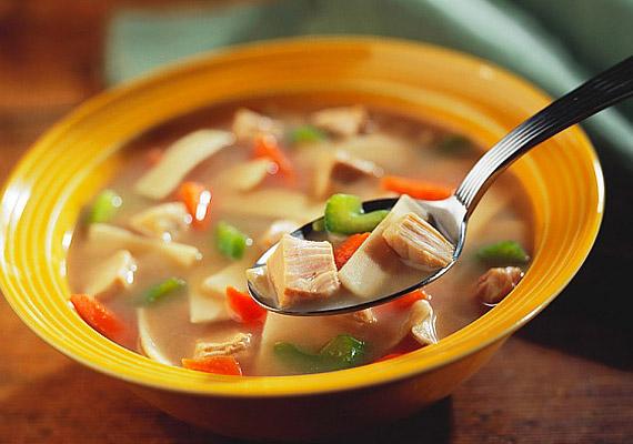 A csodaleves-diéta az alacsony kalóriabevitelre, a salaktalanításra és a negatív kalóriákra épít. A levesben lévő zöldségek lebontása több energiát igényel a szervezetedtől, mint amennyi energia magában az elfogyasztott levesben volt.