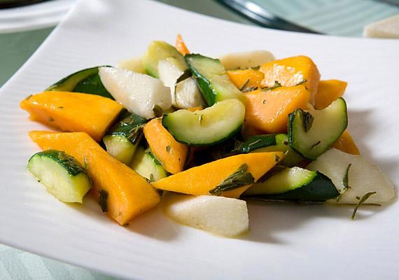A laktató, zsírégető salátadiétával akár egy hét alatt búcsút inthetsz a pluszkilóknak, miközben szervezeted feltöltődik vitaminokkal, helyreáll az emésztésed.