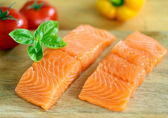 Ha szereted a halat, a lazac a legjobb választás, hiszen könnyen emészthető fajta. A legegészségesebb megoldás, ha sóval, borssal és zöldfűszerekkel megszórva grillezed.