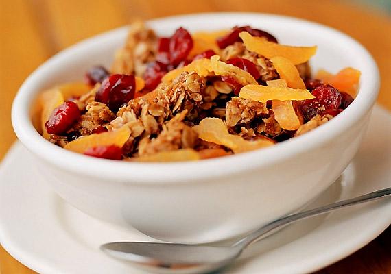A müzli nemcsak reggelire kiváló választás, a napot is zárhatod a gyümölcsös verzióval, ha vitaminokban gazdag, zsírszegény falatokra vágysz.