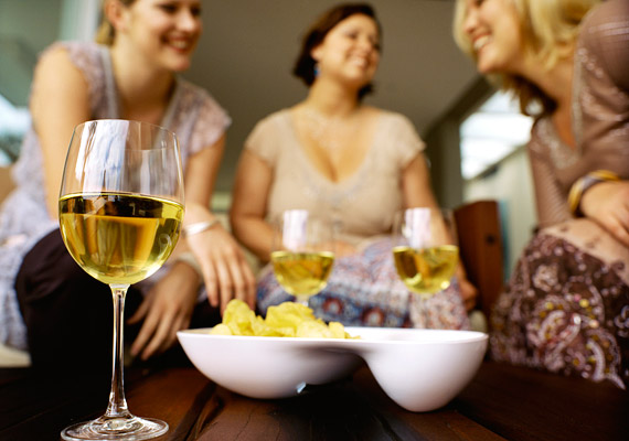 Kutatások szerint, ha közvetlen baráti körödben több túlsúlyos van, te is nagyobb eséllyel hízol el. A közösségnek ugyanis a testsúly szempontjából is formáló hatása van.