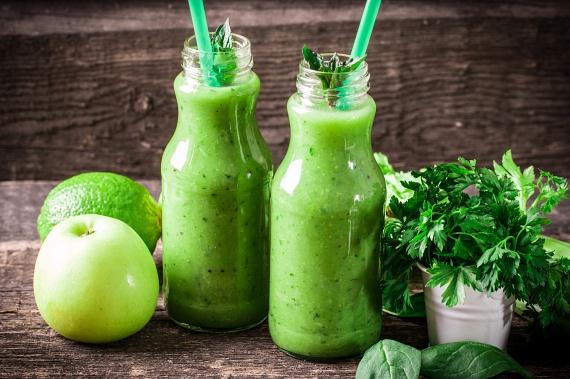 A petrezselyem erős vízhajtó fűszer, melynek íze jól illik a friss, zöld turmixokhoz. Próbáld ki két zöldalmával, citromlével, két banánnal és egy kicsi spenóttal elkészítve, és egy nagyon erős, vitaminokban gazdag, zsírégető turmixot kapsz.