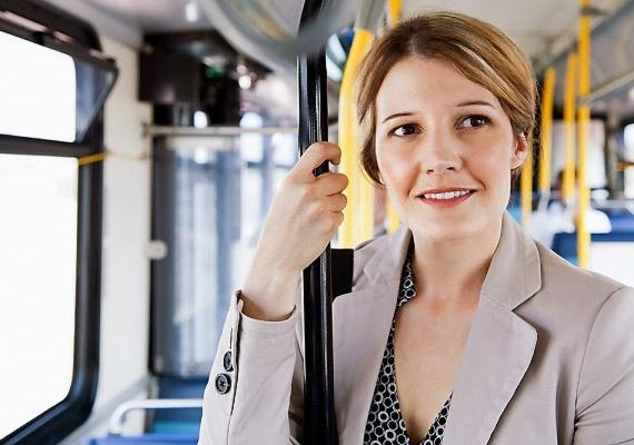 Ha busszal vagy metróval utazol, ne ülj le menet közben. Ha belegondolsz, egész nap az íróasztalnál ülsz - valószínűleg csak megszokásból foglalsz helyet utazás közben.