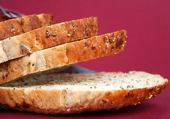 Növeld a rostbevitelt - fogyassz teljes kiőrlésű kenyeret, nyers zöldségeket és gyümölcsöket.