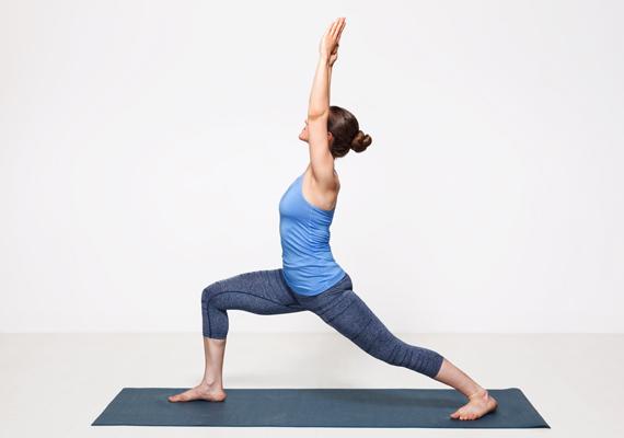 A harcos 2-es megnyújtja a comb első és hátsó izmait is, a felemelt karok miatt pedig a gerinc is megnyúlik. Emellett erősíti is a comb és a has mélyizmait, tónusosabbá és a karcsúbbá téve ezeket a részeket.
