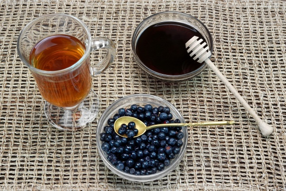 A fekete áfonyából készült tea az epeműködést serkenti, mely nagyban befolyásolja a szénhidrátok felszívódását, ezáltal pedig a vércukorszintedet. Az étvágycsökkentő tea herbáriákban beszerezhető, és egy-két naponta kell belőle egy csészével inni reggel, éhgyomorra.