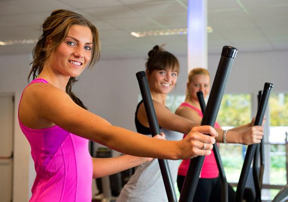 Ha az edzőtermet választod, elsőként valószínűleg a futópad jut eszedbe, de érdemes kipróbálnod az ellipszis trénert is. Egy félórás edzéssel több mint 220 kalóriát égethetsz.