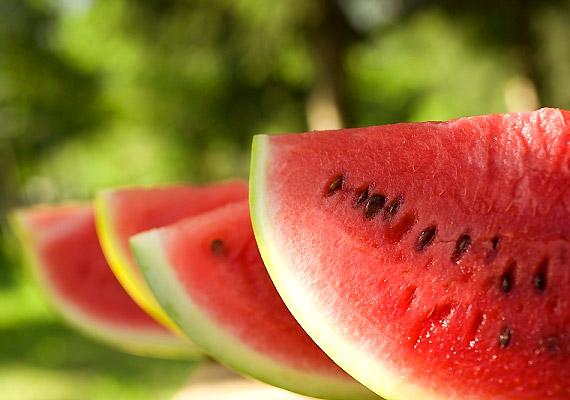 A görögdinnye értékes vitaminjai és ásványi anyagai elősegíti a zsíranyagcserét, finoman átmossák a beleket, miközben hűsítik és nyugtatják azokat. Próbáld ki a dinnyediétát!