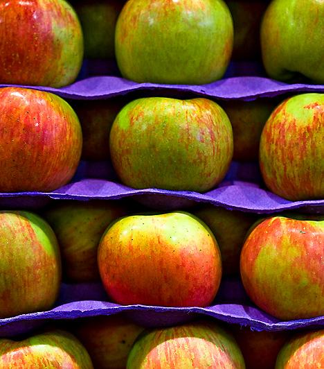 Alma  Az alma nagy mennyiségben tartalmaz pektint, mely sokáig fenntartja szervezetedben a jóllakottság érzetét, így megkönnyítheted fogyókúrádat. Vércukorszintedet a normál tartományban tartja, fogyasztása emellett nagyban hozzájárul immunrendszered egészséges működéséhez.  Kapcsolódó cikk: Adj le 5 kilót az alma erejével! »