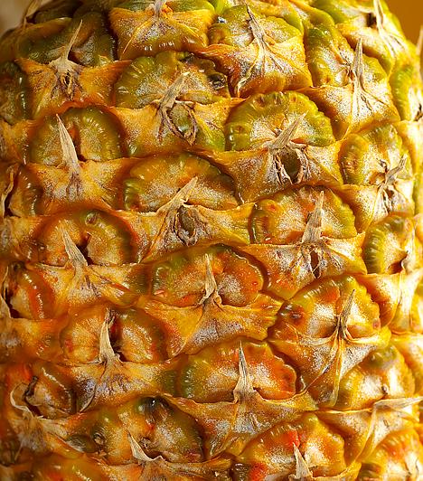 Ananász  Az ananász az egyik legmagasabb rosttartalommal rendelkező egzotikus gyümölcs, melynek révén serkenti az emésztést, bromelin nevű enzimjeinek köszönhetően pedig felgyorsítja a fehérjék lebontását. Ásványianyag-tartalma szervezeted vízháztartását is segít egyensúlyban tartani.  Kapcsolódó cikk: Lapos has 5 nap alatt a speciális ananászdiétával »