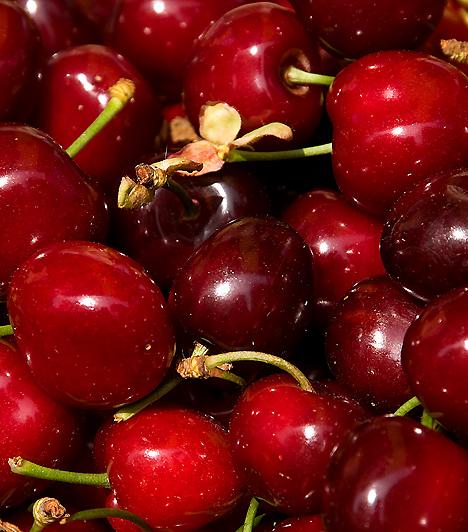 CseresznyeA nyár legfinomabb gyümölcsét nemcsak íze miatt érdemes fogyasztani. A cseresznye rendkívül hasznos szervezeted számára: megtisztítja véredet, erősíti immunrendszeredet, rendben tartja hormonháztartásodat, vízhajtó hatású, emellett megakadályozza a zsírok felszívódását.