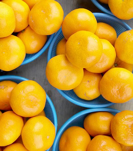 MandarinBár a citrusfélék között talán a legédesebb gyümölcs, kalóriát alig tartalmaz. C-vitaminban azonban annál gazdagabb, melynek révén nemcsak, hogy erősíti immunrendszered, de felpörgeti zsíranyagcserédet is.