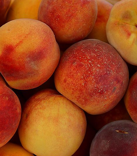 ŐszibarackEz a lédús gyümölcs megkönnyíti veséid tisztító folyamatait, így hamarabb eltávolíthatod testedből a salakanyagokat. Rosttartalma miatt beleid működését is pozitívan befolyásolja. Továbbá karotint tartalmaz, mely sejtvédő hatással bír.