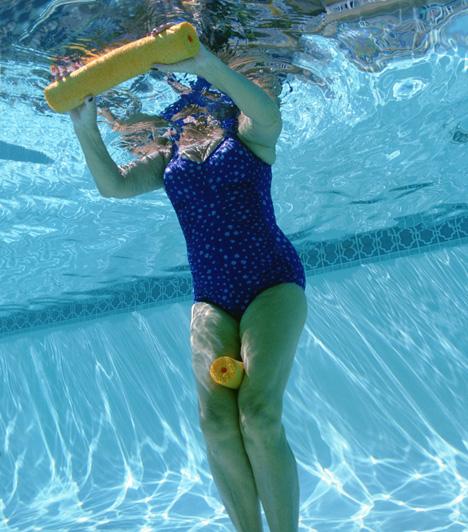 Aquafitnesz  Az úszás és az erősítő edzés jótékony hatásait kombináló vízi gimnasztika nemcsak szórakoztató, de hatékonyan formálja az alakot, kíméli az ízületeket, javítja a vérkeringést, valamint növeli az állóképességet és a tüdőkapacitást. Mivel a gyakorlatokat általában mellig érő vízben végzik, az úszástudás sem feltétlenül szükséges.