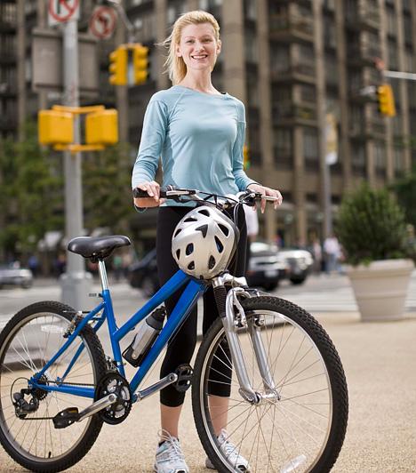 BicikliAz egyik legpraktikusabb zsírégető mozgásforma javítja kitartásod és állóképességed, emellett kifejezetten a problémás területek, a comb és popsi tájékát formálja. Az intenzív zsírégetés érdekében legalább 40 percet tekerj közepes tempóban - ha azonban megteheted, közlekedj mindig biciklivel.Kapcsolódó cikk:3 kihagyhatatlan biciklis túraútvonal »