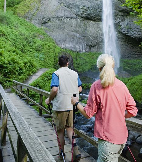 Nordic walkingA speciális bot és a különleges, intenzív karmunkát igénylő gyaloglótechnika révén a sífutásra emlékeztető nordic walking az edzést a természetjárással kombinálja, így kötve össze a kellemest a hasznossal. A mozgásforma a kirándulások szerelmesein kívül különösen ajánlott azoknak, akik nagyobb túlsúllyal rendelkeznek.Kapcsolódó cikk:4 tündérszép túraútvonal itthon »
