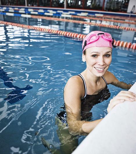 Úszás  Az úszás az egyik legintenzívebb zsírégető sport, köszönhetően a víz ellenállása miatt kifejtett intenzívebb izommunkának. Ugyanakkor előbbi felhajtóereje révén kíméli az ízületeket, és ideális mozgásformát jelent azoknak is, akiknek jelentős túlsúlyuk miatt más edzéstípusokról le kell mondaniuk.