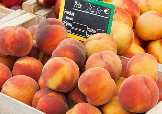 Az őszibarack rostjai serketik a bélmozgást, ám ennél is fontosabb a gyümölcs magas cinktartalma, amely vízhajtóként segít megszabadítani a szervezetet a felgyülemlett salakanyagoktól.