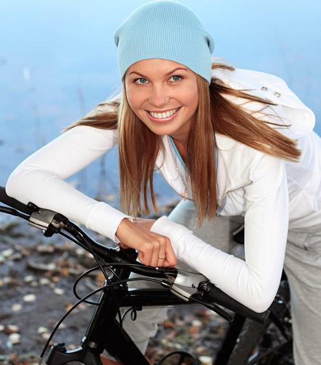 Biciklizés  A kerékpározás egyszerre sport és közelekési forma. A biciklizés javítja az állóképességet, serkenti az anyagcserét, fokozza a szervek vérellátását. Alapvetően a lábakat és a feneket segít formába hozni.  Kapcsolódó cikk: 3 szuper, kihagyhatatlan biciklis túraútvonal »