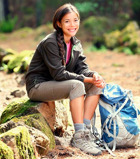 Túrázás  A túrázásnak - hasonlóan a futáshoz - elsősorban a tavaszi-őszi időszak kedvez. Ilyenkor délben sem kapsz hőgutát és a napégés is kevésbé fenyeget. Ami a domborzatot illeti, érdemes meredekebb lankákat választanod, hogy a zsírégető hatás erősebb legyen.  Kapcsolódó cikk: A legszebb őszi kirándulóhelyek - Szerintünk »