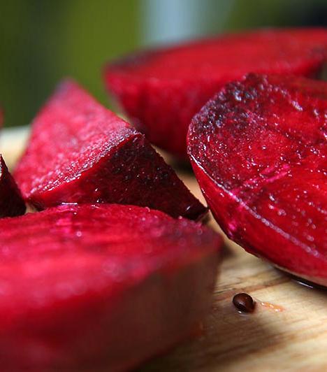 CéklaA cékla kiváló méregtelenítő zöldség, mely jótékony hatással van a májműködésre és emésztésedre is. Véredet is megtisztítja, immunerősítő tulajdonságai miatt pedig leve kifejezetten ajánlott a rákos megbetegedések megelőzésére.