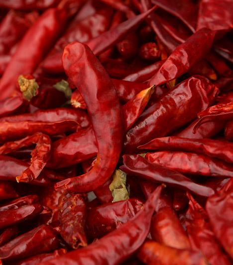 Chili paprikaA chili paprika az egyik legerőteljesebb ízű zöldség. Csípősségét kapszaicin-tartalma okozza, mely hatóanyag felpörgeti az anyagcserédet, továbbá a zsírégetést is fokozza.