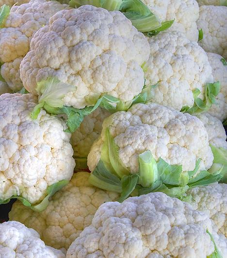 KarfiolAlacsony kalóriatartalma miatt a karfiolt még a legszigorúbb diétába is bátran beillesztheted. Serkenti emésztésedet, tisztítja beleidet, emellett olyan kéntartalmú vegyületeket tartalmaz, melyek rákmegelőző hatásúak.