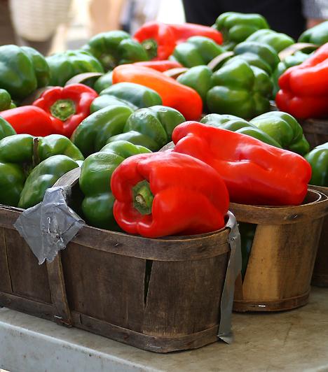 PaprikaA paprika magas C-vitamin-tartalma erősíti az immunrendszert, emellett anyagcserédet is feljavítja. A paprikás ételek fogyasztásával serkentheted vérkeringésed és emésztésed, emellett a rákos megbetegedések megelőzéséért is sokat tehetsz.