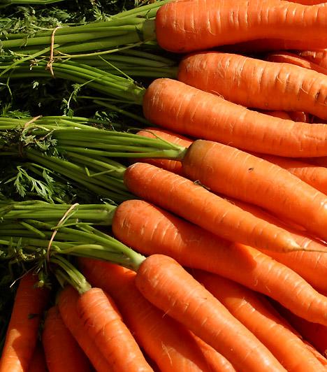 SárgarépaA sárgarépa az egyik leggazdagabb rostforrás a zöldségek között, így fogyasztásával serkentheted emésztési folyamataidat, és a méreganyagok felszívódását is megakadályozhatod. Emellett nagy mennyiségben tartalmaz béta-karotint, mely segít elkerülni a rákos daganatok megjelenését.
