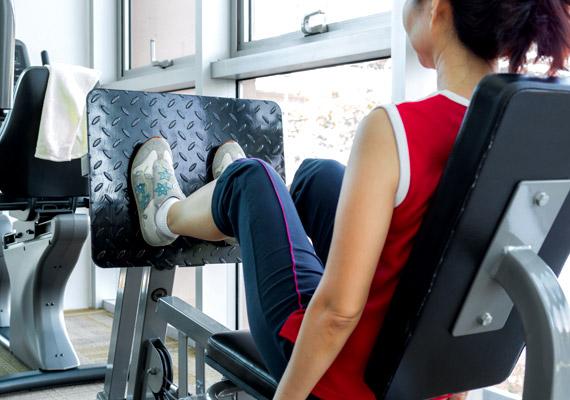Jól hangzik, hogy ki tudsz nyomni lábbal akár 80 kilót is, de nem lesz tőle karcsúbb sem a combod, sem a vádlid. Éppen ellenkezőleg: vastag és izmos lábakra számíts!