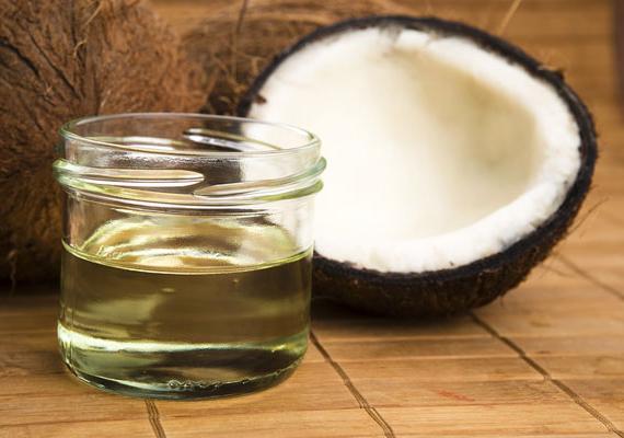 KókuszolajA kókuszolaj - amely 25 Celsius-fokig szilárd halmazállapotú, ezért gyakran kókuszzsírként hivatkoznak rá - ugyan nem telítetlenzsír-forrás, hatása mégis kedvező. Korábbi cikkünkben részletesebben megismerheted tulajdonságait, a kókuszolajra alapozott diétát, valamint egy mintaétrendet is találsz benne.