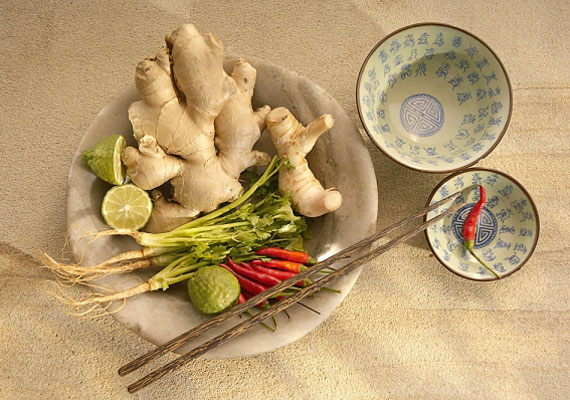 A gyömbér jó szolgálatot tehet megfázás esetén, de enyhíti az émelygést, hányingert is. Főként húsos ételekhez illik.