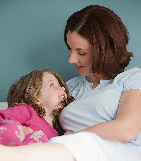 Ha nem kap szellemi és érzelmi tápanyagot  Az anyai törődést és figyelmet semmilyen játék és barát nem helyettesítheti. A sok közös beszélgetés és az összebújós meseidő hatalmas érzelmi támogatást ad a gyereknek, ráadásul közben is folyamatosan tanul tőled. A mese alatt rákérdezhet bizonyos összefüggésekre, vagy addig nem ismert szavaknak tanulhatja meg az értelmét. Nem beszélve arról, hogy az érzelmi, értelmi, sőt, még a fizikai fejlődés szempontjából is nagyon fontos, hogy a gyerek kiegyensúlyozott legyen.