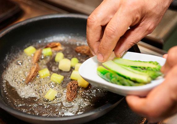 Sokat ront az ételek tápértékén, ha zsírban sütöd meg, illetve rántod ki őket - így nem látod el szervezetedet mindazzal, amihez pedig az új élet befogadásához szüksége lenne.