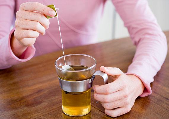 A koffeintartalmú tea alapvetően nem árt, de nagy mennyiségben fogyasztva akadályozhatja a teherbeesést.