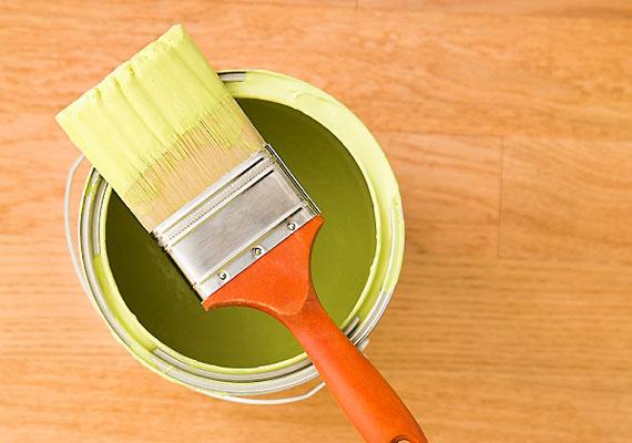 A lakás felújításában inkább ne vegyél részt, mivel a lakkokban és a festékekben található szerves oldószerek ártalmasak a magzatra.