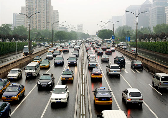 Ha forgalmas helyen laksz, a lakás sem mentes a légszennyezettségtől, ami légúti problémákra hajlamosíthatja a magzatot. Mozdulj ki minél többet.