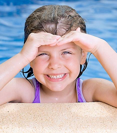 Kötőhártya-gyulladásEz az egyik legelterjedtebb szemészeti betegség, mely minden korcsoportban előfordulhat. A fertőzéses eredetű kötőhártya-gyulladást leggyakrabban baktériumok vagy vírusok okozzák. A vírusos fajtáját gyakran kíséri enyhe felső légúti hurut. Ilyenkor cseppfertőzéssel terjedhet a betegség, de a piszkos kézzel való szemdörzsölgetés is megnöveli a veszélyét. Ezért tömegközlekedés és nyilvános WC használata után meg kell mosni a poronty kezét. A kezelésére általában széles spektrumú antibiotikumot és szemcseppet javasolnak. A durvább lefolyású kötőhártya-gyulladás a szaruhártyát is károsíthatja.