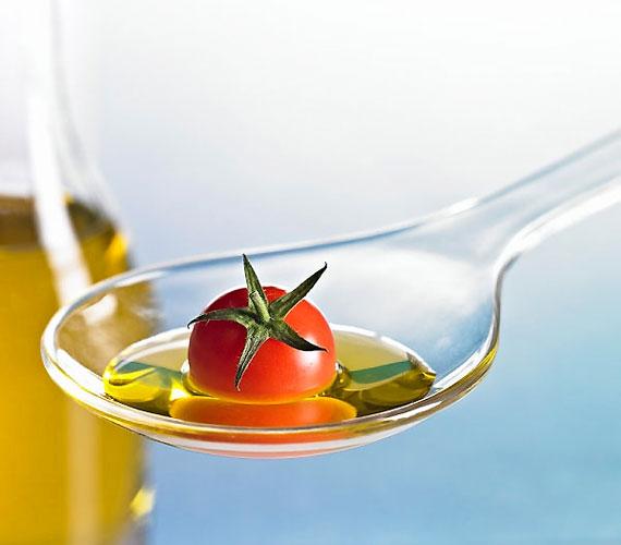 Az omega-3 zsírsav javítja a memóriát - a szezonális salátákra tegyél olíva- vagy lenmagolajat, amely bővelkedik benne.