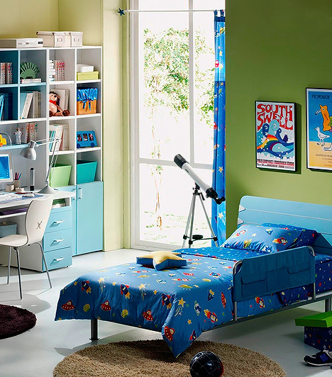 Kék és zöld  A zöld kreatív színkompozíciót alkot a kékkel, és ez az összkép arra ösztönözheti a gyerkőcöt, hogy kihasználja a benne rejlő alkotóenergiákat. Emellett mindkettő erősen nyugtató árnyalat, melyek csírájában elfojthatják a kölökben az agresszív hajlamokat. Összeszedett, mégis bohémságot sugalló színpárosítás, és ez a kettősség a porontyokra is jó hatással van.