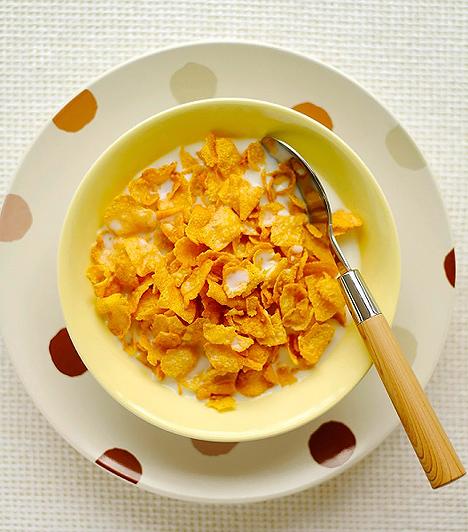 Ízesített gabonapelyhek  A müzli és a gabonapehely egészséges, ám nem minden formában testesítik meg ezt az ideált. A boltok polcain jobbára olyan ízesített gabonapuffancsok és színezett pelyhek sorakoznak, melyek nem tartalmaznak magvakat, sem aszalt vagy szárított gyümölcsöket, ráadásul a rosttartalmuk is elenyésző. Leginkább üres kalóriákkal, fehér cukorral, valamint csokoládéval dúsítottak, egyes termékek pedig javarészt édesítőszerekből, aromákból és sűrítőanyagokból, illetve gluténból állnak, melyek megterhelik a gyerek szervezetét.